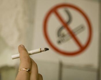 Больницы и клиники проверят на наличие курильщиков